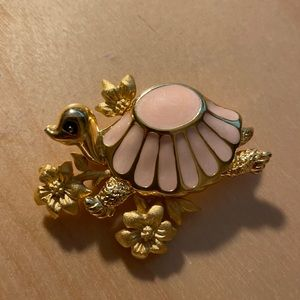 Vintage Daria signed brooch Gold tone turtle with pink color Enamel shell.